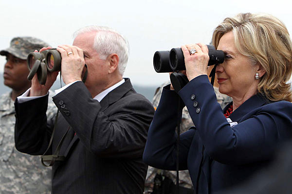 hillary-binoculars